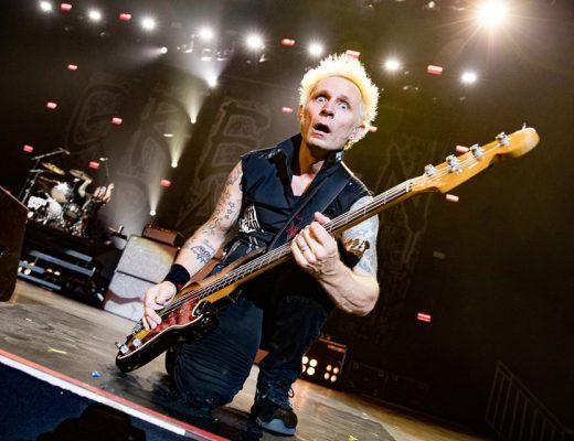"""Entrevista Mike Dirnt de Green Day: """"Mi pelea es nunca crecer, me gusta crecer pero ser joven es divertido… mis hijos me mantienen humilde y joven."""