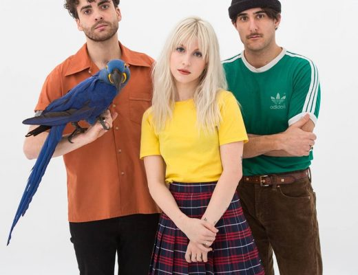 Paramore y su colorido video, Caught In The Middle