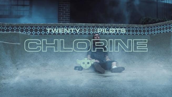 Twenty One Pilots y su amigo Ned en Chlorine