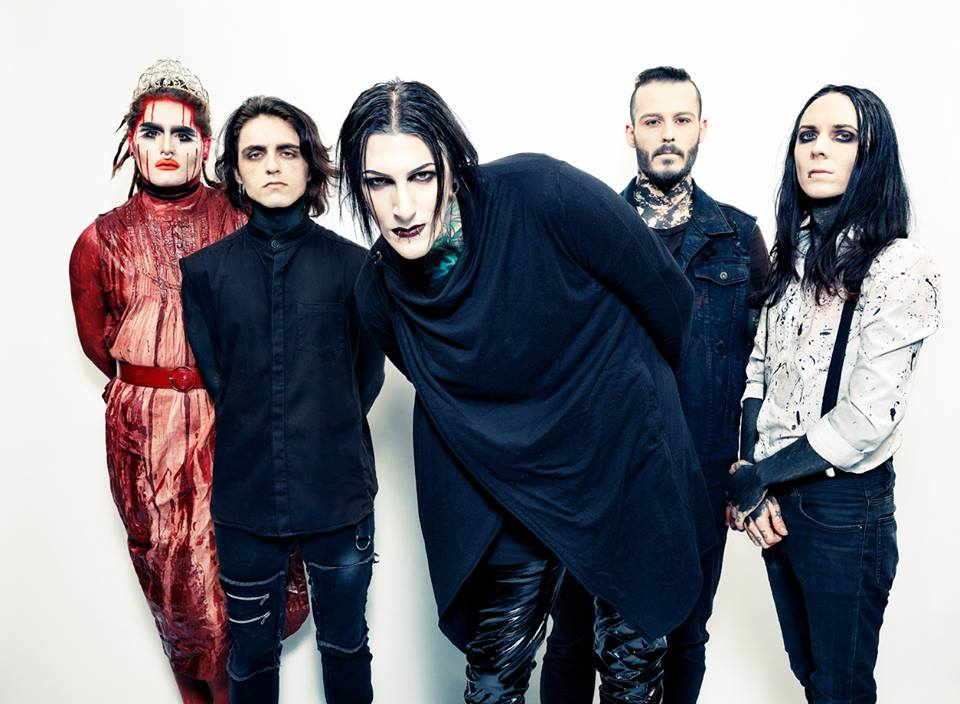 Voices, el más reciente video de Motionless In White